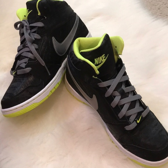 ??NWOB Nike high top sneakers with sheen size 8 NWT